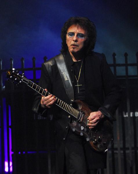 トニー・アイオミ(Tony Iommi)...